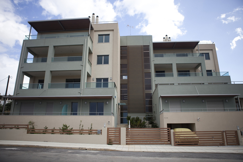 Three-storey housing complex with basement and closed parking area